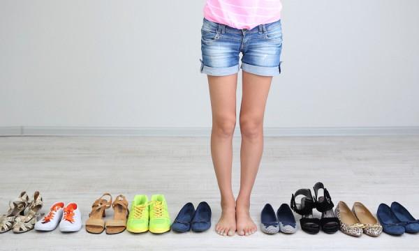bigstock-Girl-chooses-shoes-in-room-on-52157953-1427733115-600x360.jpg