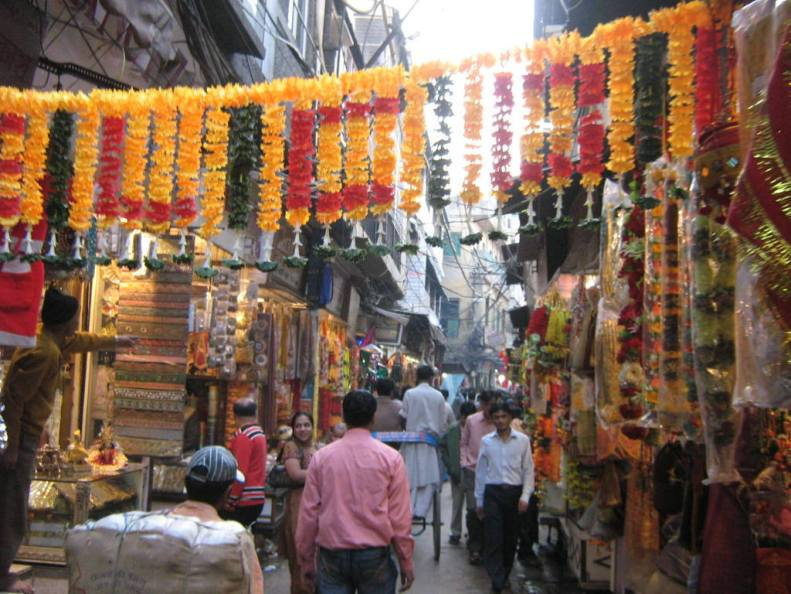 chandni-chowk-market-in-delhi-on-mirchi-travels