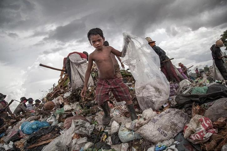 child-labour-cambodia_1475305283_725x725