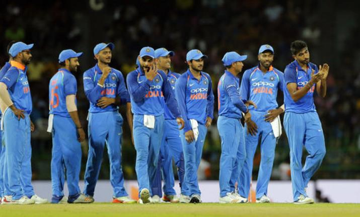 jasprit-bumrah-celebrates-with-teammates-as-they-await-third-umpire-s-decision-for-the-dismissal-of-sri-lanka-s-dilshan-munaweera-1505661633
